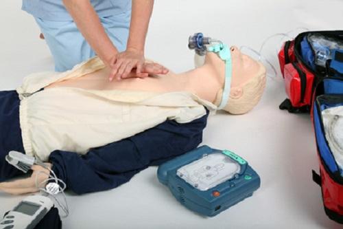 Reanimation mit AED und Herzdruckmassage